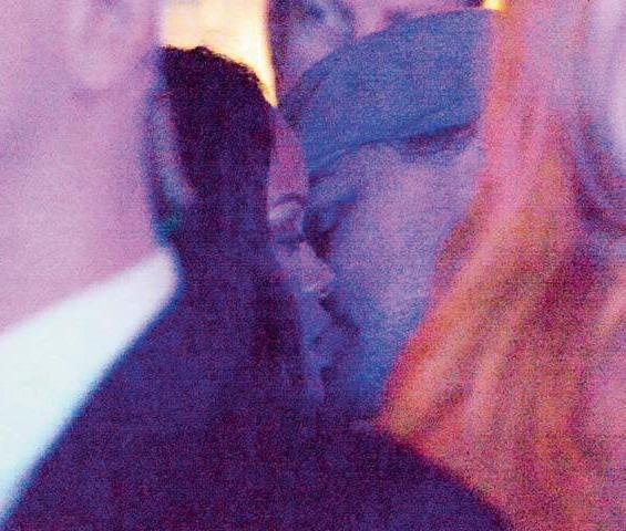 Leonardo-DiCaprio-Rihanna-kissing