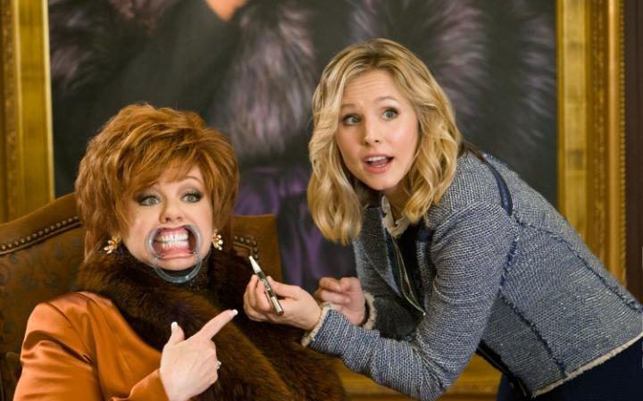 Melissa McCarthy and Kristen Bell in The Boss