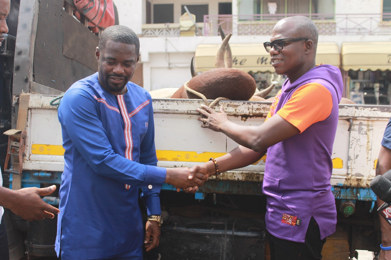 Dr. Adu Boateng of Endpoint Homeopathic Clinic (left) presenting cow to Multimedia